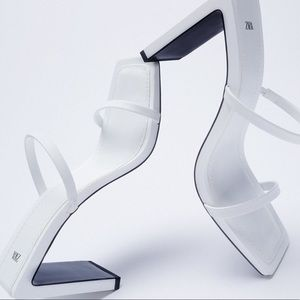 Minimalist straps leather heeled sandals🤍